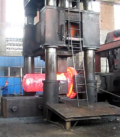 4000 ton Hydraulic open die forging press forging video