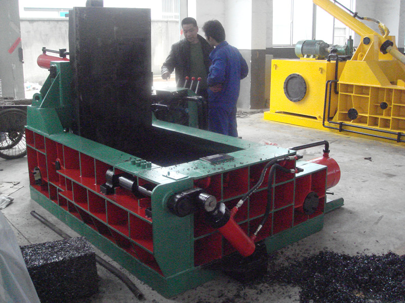 hydraulic metal scrap baling machine under test