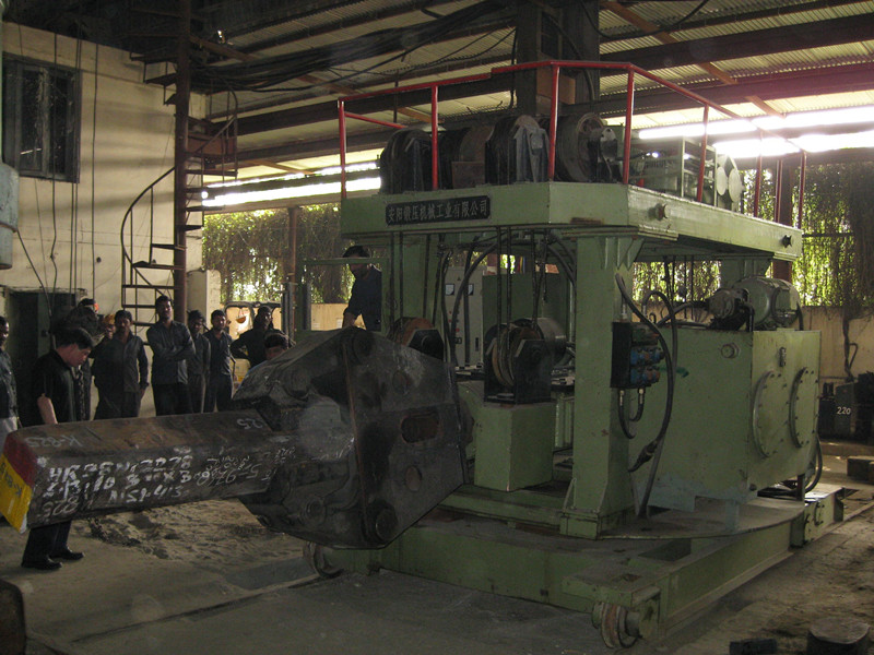 2t rail bound forging manipulator