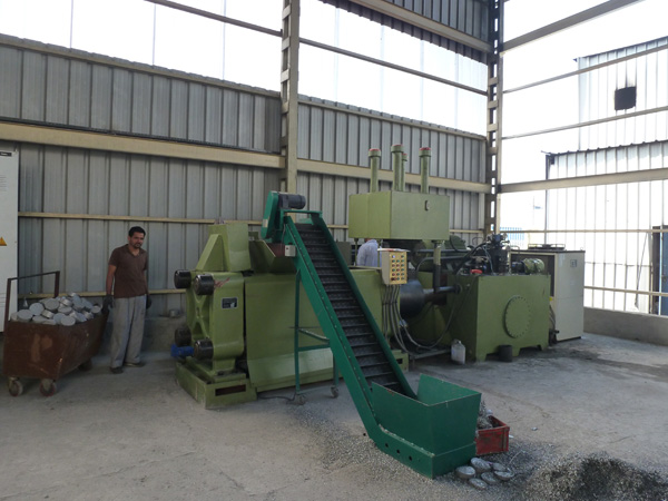 Y83-300 briquette press machine for Aluminium chips in India