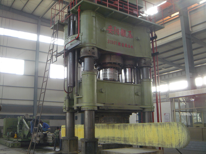 3150t Hydraulic drawing free forging press and 8t forging manipualtor
