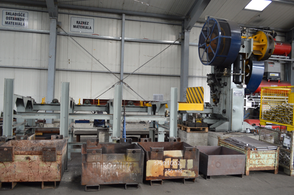Q42-350 round bar cutting machine line in Slovenia