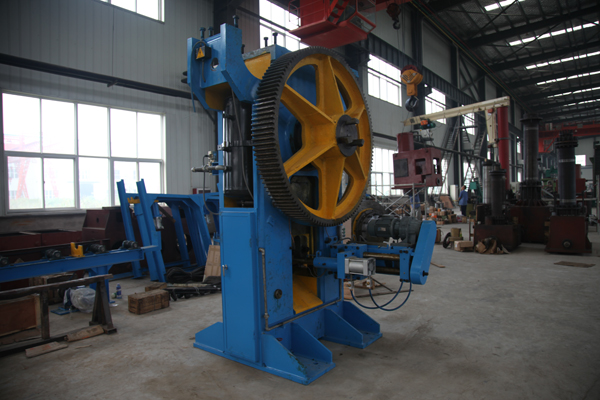 Q42-350 round bar shearing machine line in Croatia