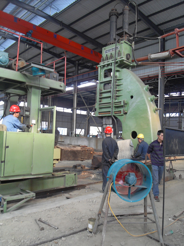 Single-frame hydraulic open die hammer in China