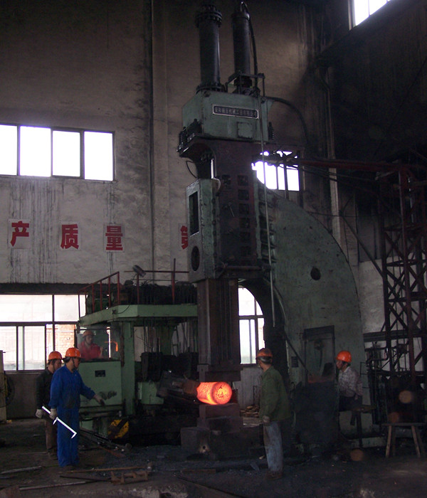 Single arm  hydraulic fee forging hammer in China